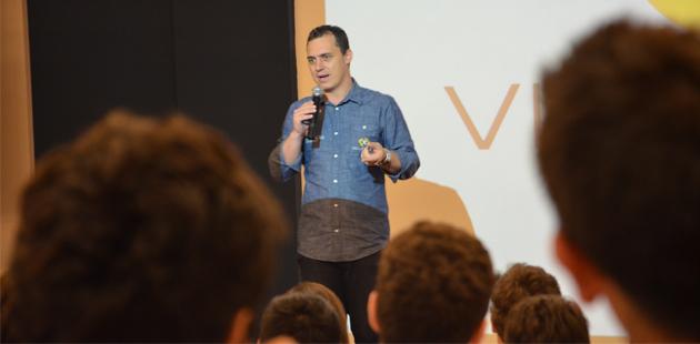 Colégio Catarinense Promove Palestra Motivacional Para Os