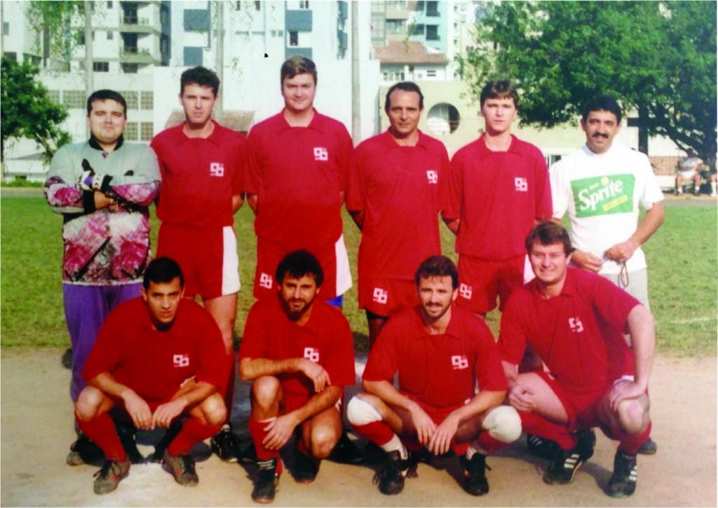Em 1995 - 90 anos do CC. Em pé: Fábio, Heron, Lacau, Lauro e Marcão. Agachados: Marquinhos, Luiz Henrique, Paulo e Savas.